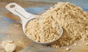 spoon-of-maca-powder-and-loose-powder